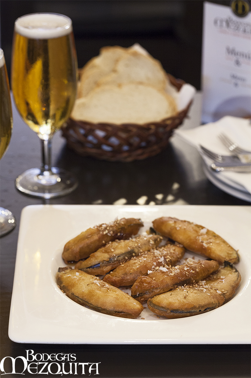 Bodegas-Mezquita-restaurantes-gastronomia-Cordoba-berenjenas-califales