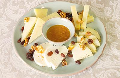 Imagen de Cena de Nochevieja. Selección de los mejores quesos cordobeses.